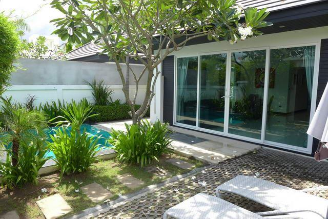 House for sale Jomtien showing the pool terrace
