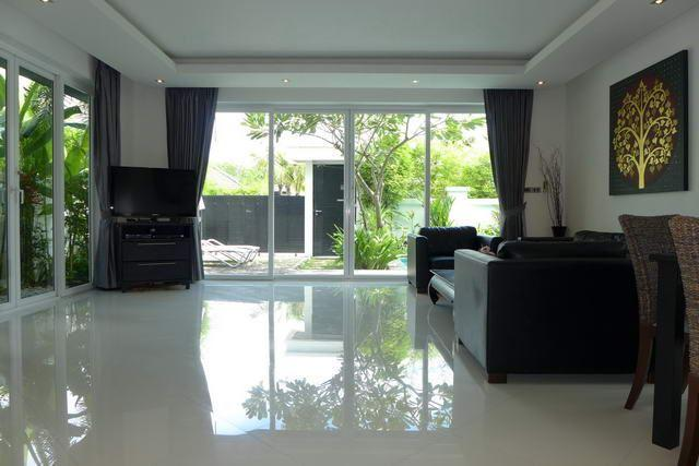 House for sale Jomtien showing the large living area