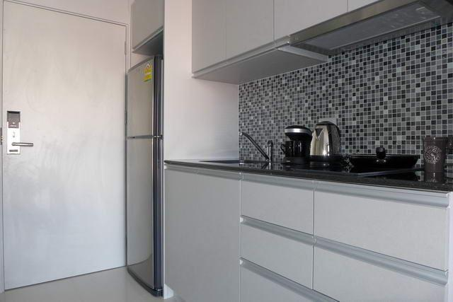 Condominium For Sale South Pattaya showing the kitchen