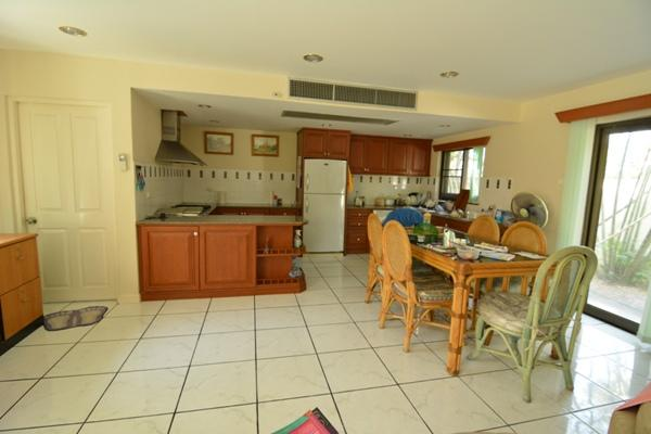 House for rent Pattaya showing the dining kitchen areas
