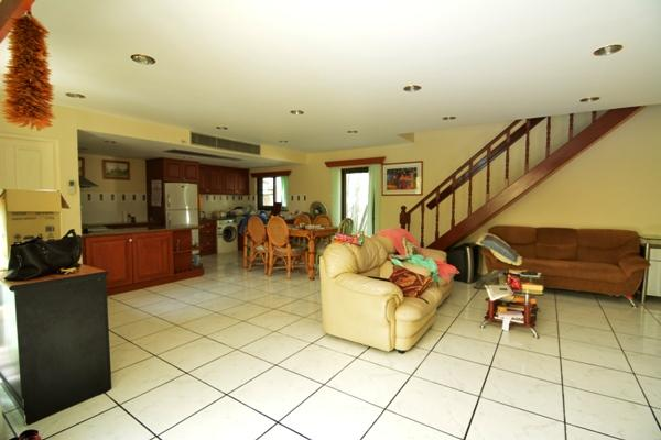 House for rent Pattaya showing the open plan living area