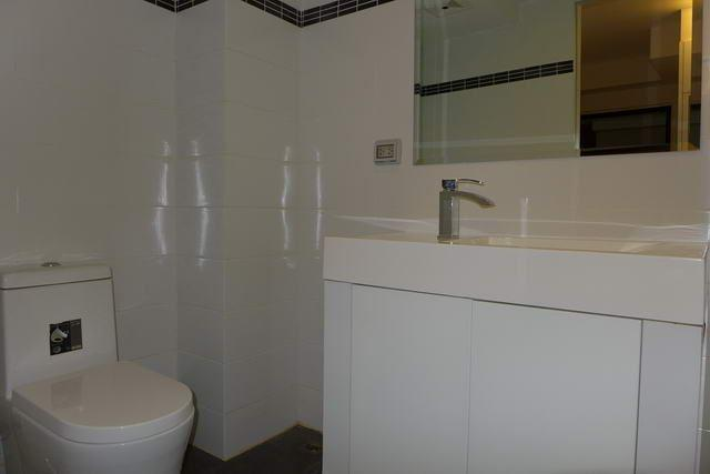 Condominium For Sale Pratumnak showing the bathroom