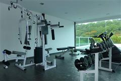 Condominium For Sale Pratumnak showing the communal fitness center