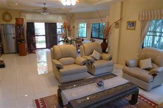 House For Sale Pattaya showing the large living area