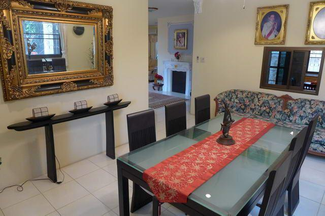 House For Sale Pattaya showing the dining room
