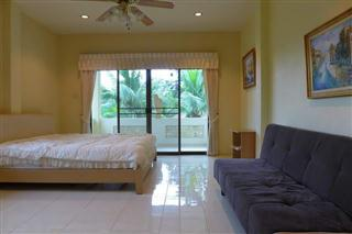 House For Sale Pattaya showing a further bedroom
