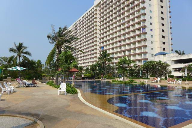 Condominium For Sale Jomtien showing the condo building and pool