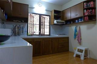 House for sale Pattaya showing the kitchen