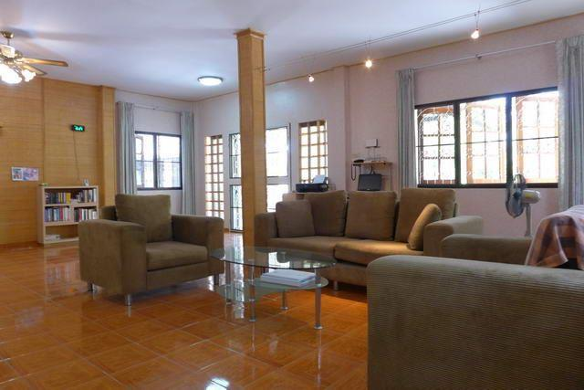 House for sale Pattaya showing the living area