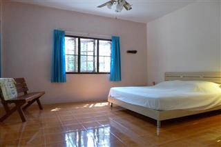 House for sale Pattaya showing the master bedroom