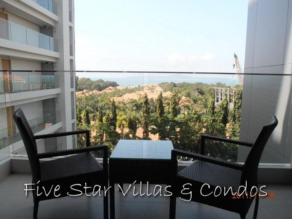 Condominium for rent on Pratumnak showing the balcony view