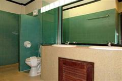 Serviced Apartments For Sale Pattaya showing a bathroom