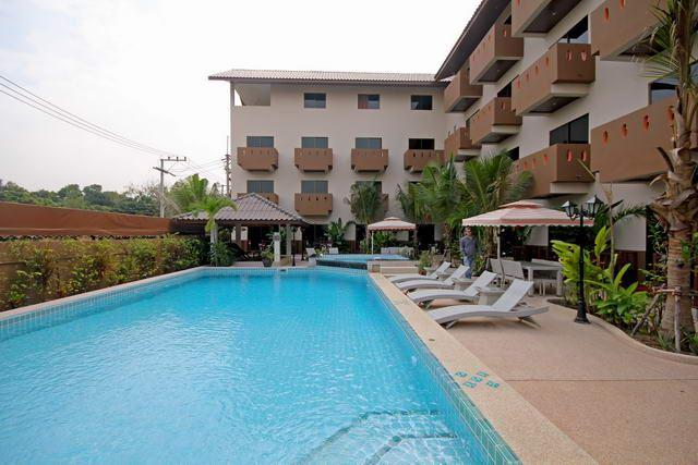 Commercial for sale in Pattaya showing the pool and terrace