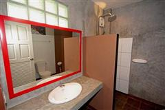 Commercial for sale in Pattaya showing a bathroom