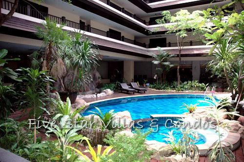 Condominium for rent on Pratumnak showing the swimming pool