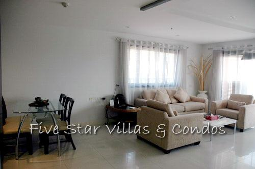 Condominium for rent on Pratumnak showing the dining and living areas