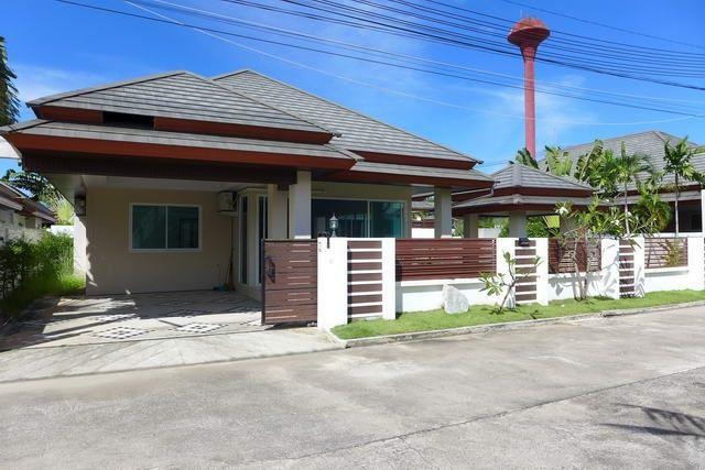 House for sale Huay Yai Pattaya showing the house frontage