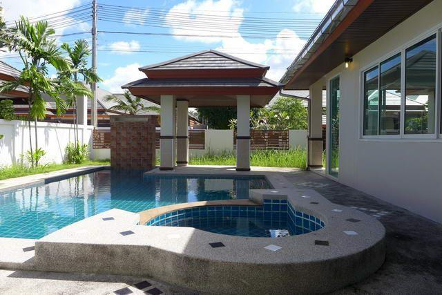 House for sale Huay Yai Pattaya showing the private swimming pool and sala