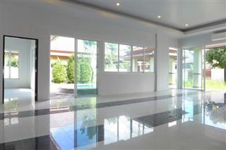 House for sale Huay Yai Pattaya showing the poolside living areas
