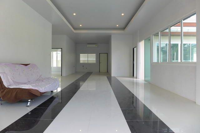 House for sale Huay Yai Pattaya showing the open plan living concept