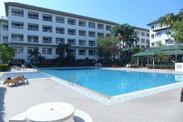 Condominium for sale in Jomtien showing the large pool