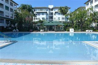 Condominium for sale in Jomtien showing the large communal pool