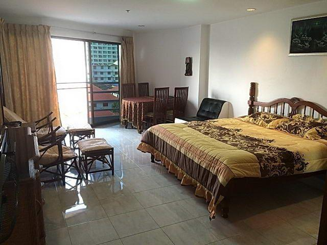 Condominium For Sale Jomtien showing the open plan living areas