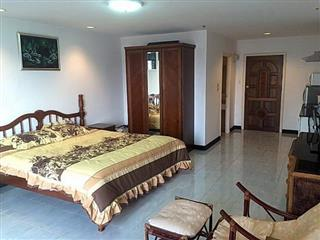 Condominium for sale Jomtien showing the bedroom and living area