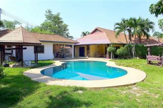 House for sale Pattaya showing the private swimming pool and Sala
