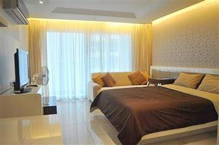 Condominium for sale Pratumnak Hill Pattaya showing the bedroom area and balcony