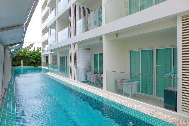 Condominium for sale Pratumnak Hill Pattaya showing the communal swimming pool and condo building