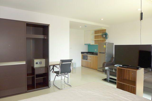 Condominium For Sale South Pattaya showing the open plan concept