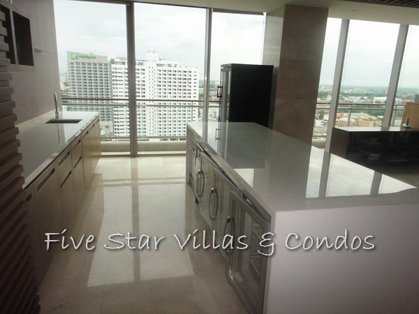 Condominium for rent on Pattaya Beach at Northshore showing the bar area