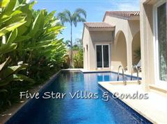 house for sale at Pattaya showing the private pool