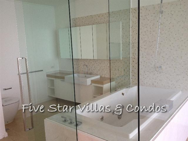 Condominium for rent at Wong Amat Northpoint showing the master en-suite bathroom