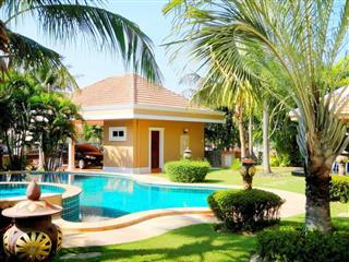 House for sale East Pattaya showing the garden and swimming pool