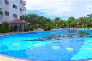 Condominium for sale Jomtien showing the large communal pool