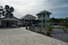 House for sale Na Jomtien showing the driveway entrance