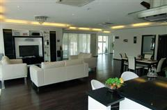 House for sale Na Jomtien showing sitting around the TV