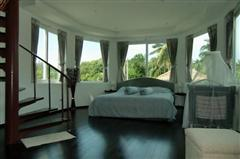 House for sale Na Jomtien showing the master bedroom