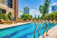 Condominium for sale Pratumnak Hill Pattaya showing the communal pool