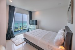 Condominium for sale Pratumnak Pattaya showing the fifth bedroom and balcony