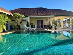 House for rent East Pattaya showing the covered terrace and pool
