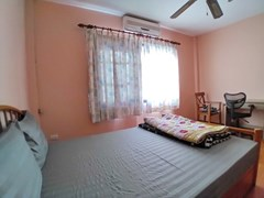 House for rent East Pattaya showing the second bedroom with office area
