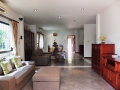House for rent Mabprachan Pattaya showing the open plan living concept