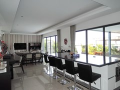 House for rent Amaya Hill Pattaya showing the breakfast bar