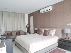 House for rent Amaya Hill Pattaya showing the master bedroom