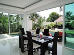House for rent at Pattaya The Vineyard showing the dining area with swimming pool view