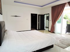 House for rent at Pattaya The Vineyard showing the master bedroom suite