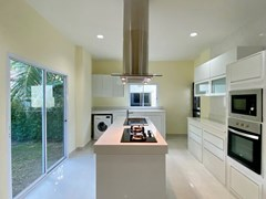 House for rent East Pattaya showing the kitchen and utility area